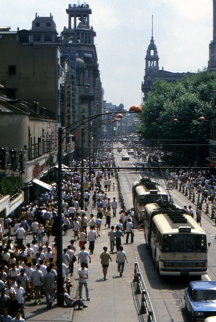 Nanjing Road on a hot day in 1986