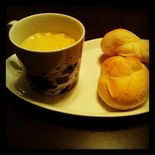 2012年4月7日 朝食(米粉のパンとスープ)