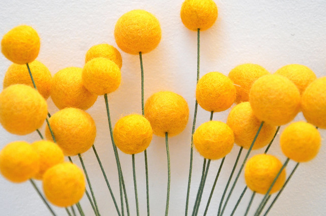 DIY felt ball flowers