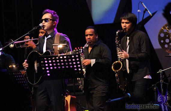 Java-Jazz-Festival-2012-Trio-Lestari-(Sandhy-Sandoro,Glen-Fredly,Tompi)-(6)