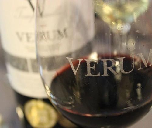 El estudio que podréis ver en el enlace, nos dice que para disfrutar más, el #vino mejor a grandes sorbos, eso sí, siempre con #moderación.  http://ow.ly/oWi0300YYmT    #ViveVerum #ExperienciasVerum #vino #winelovers #wine #winelover #spanishwine #Castill