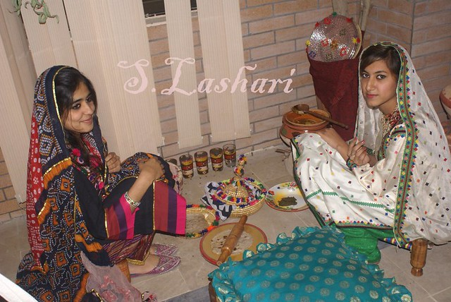 Sindhi Girls http://www.flickr.com/photos/globalprincess/6825111476/