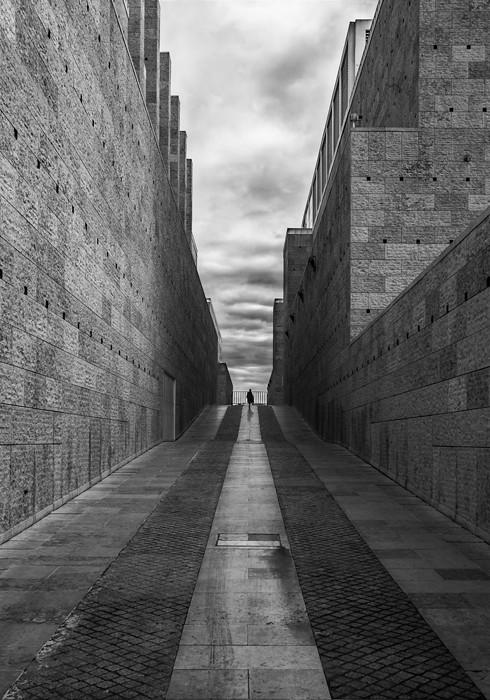 Vanishing point - Minimalism in Street Photography
