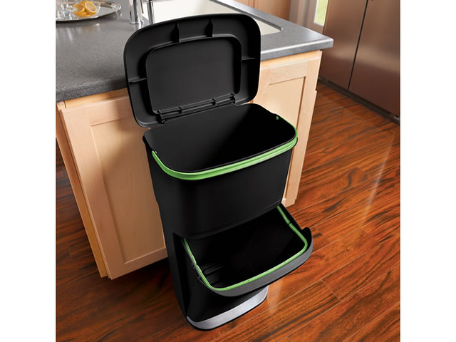 Tsue that 39 s what she said simple home recycling for Trash can ideas for small kitchen