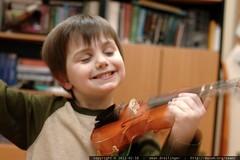 sequoia practicing violin    MG 8792