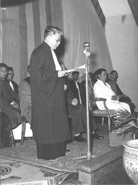Huế 1957 - Lễ khánh thành Viện ĐH Huế - LM Cao Văn Luận, viện trưởng, đọc diễn văn