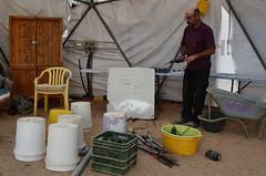 Mike正在講解如何做簡易中水回收系統,今天的目的是改造宿舍 區現有的中水回收系統。