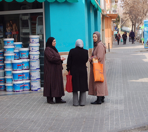 Mujeres de origen magrebí, en Torre-romeu.