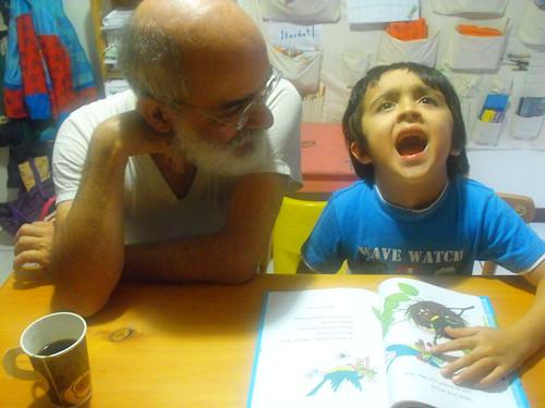 Leyendo con el abuelo