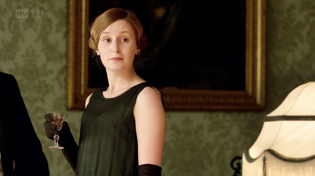 DowntonAbbeyS02E07_Edithblacksleeveless