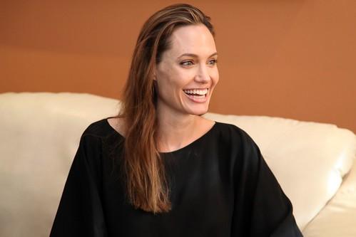 Reunión del Sr. Ministro de Relaciones Exteriores, Comercio e Integración. Eco. Ricardo Patiño con la actriz estadounidense Angelina Jolie.
