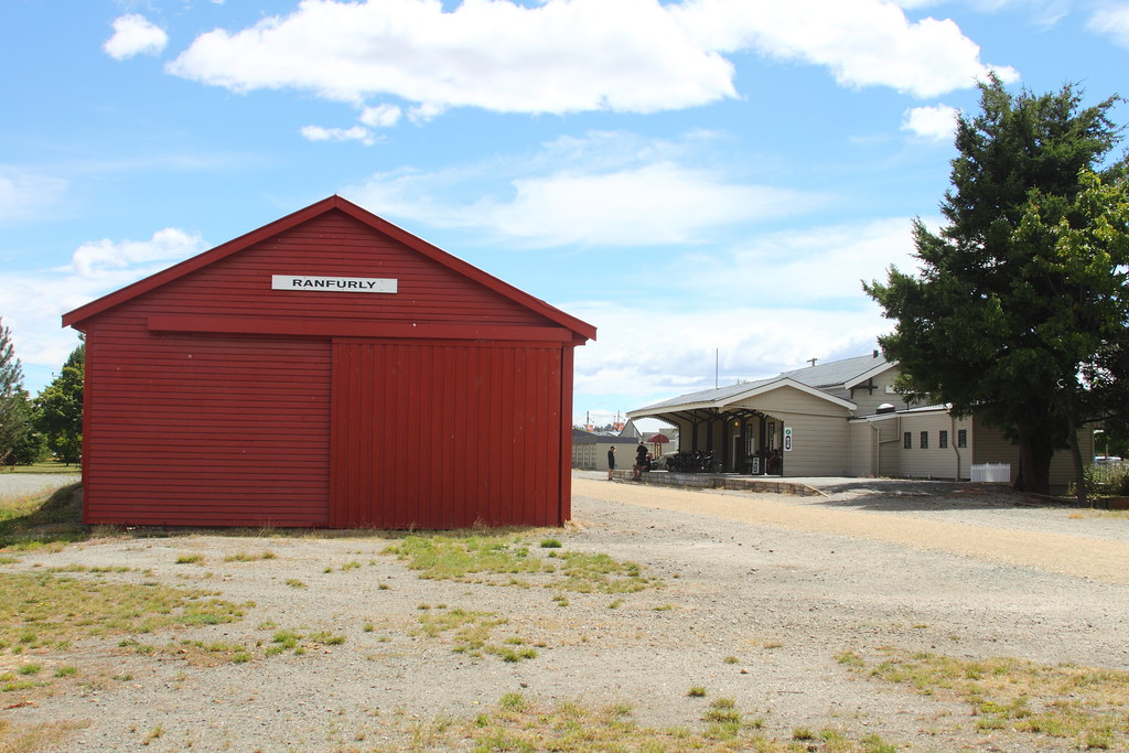 Ranfurly Goods Shed and station