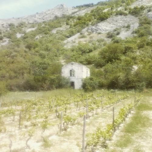 #antica #chiesa #rudere in un podere . Che è resistita a  rimanere in piedi dal terremoto della marsica del 1915
