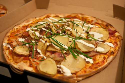 Potato and bacon pizza