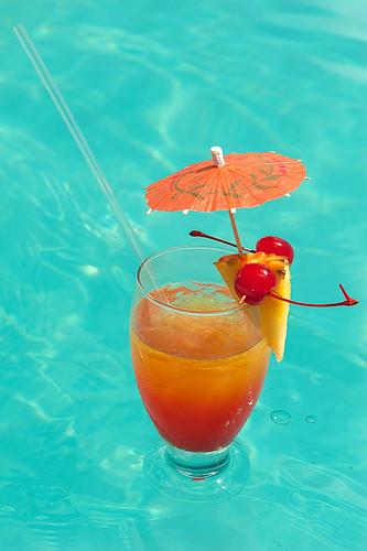 beach pool hotel mar colombia drink piscina alcohol co caribbean isla coctail bebida allinclusive caribe coctel sanandres tequilasunrise sanandrés sanandresisland sanandrésislas bahiasardina hotelbahiasardina plantodoincluide