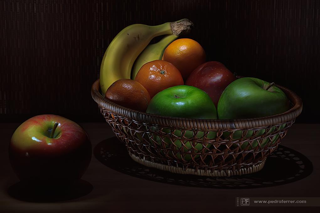 Cuatro manzanas, tres mandarinas y dos platanos