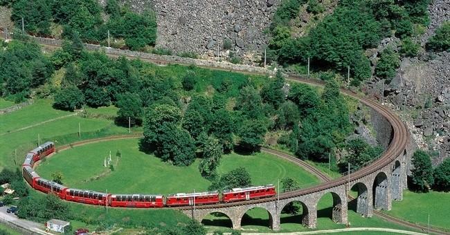 Švýcarské památky UNESCO na Karlštejně