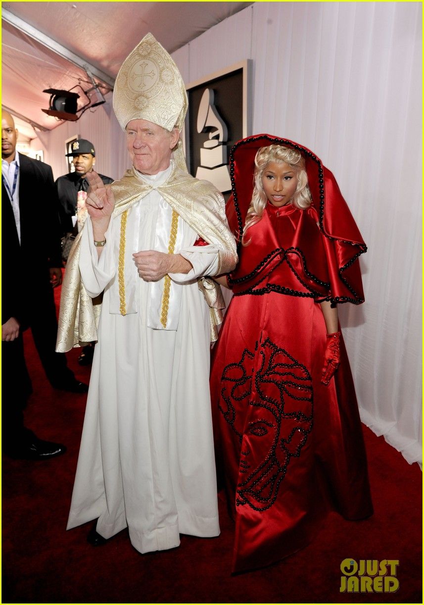 nick-minaj-grammy-awards-2012-05