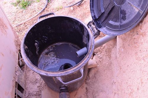 廚房區油水分離的中水回收系統。