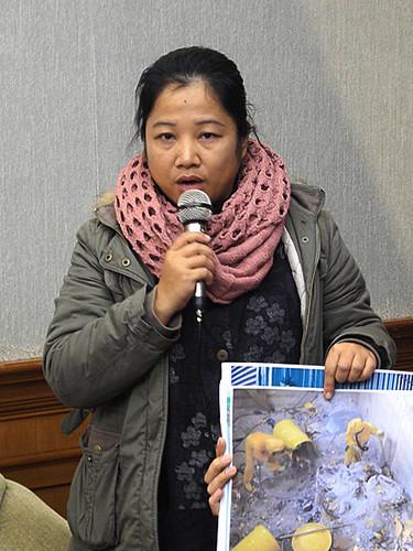 面對台電粗糙的處理蘭嶼的核廢料,希婻‧瑪飛洑質疑台電歧視原住民。