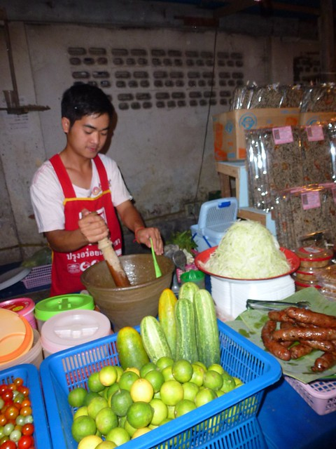 The best papaya salad on food street