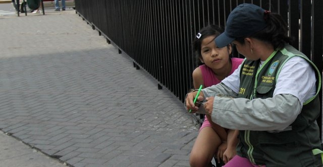 Ms. Teresa Diaz, a Datera in Lima (cropped)