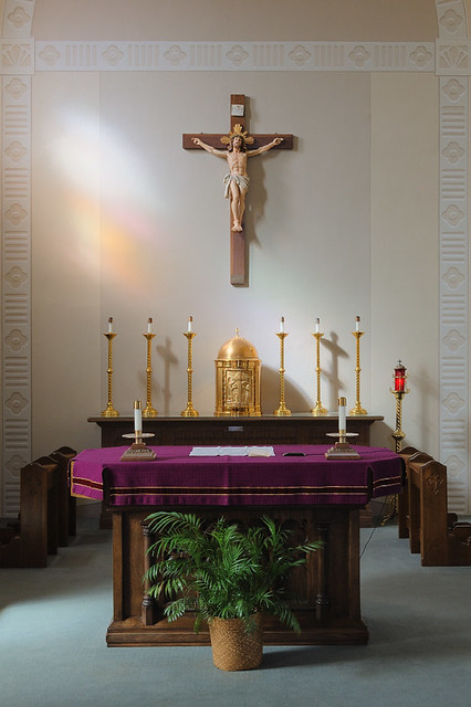 Church of the Risen Savior (Saint Joseph), in Rhineland, Missouri, USA - altar and tabernacle