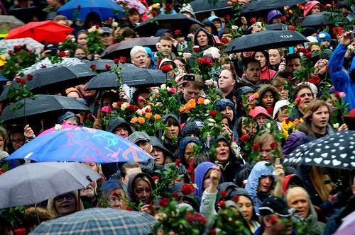 Over 40.000 møtte opp i regnværet på Youngstorget.