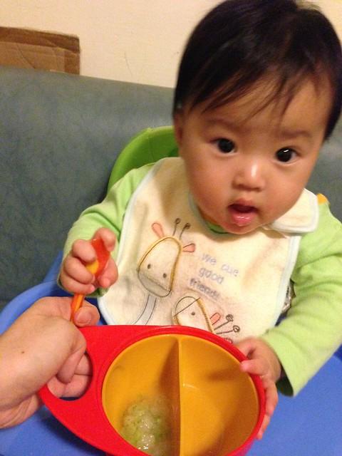 Brother Max 輕鬆握攜帶型學習碗,好抓好握的碗身握柄,單手抓住碗與湯匙也不成問題