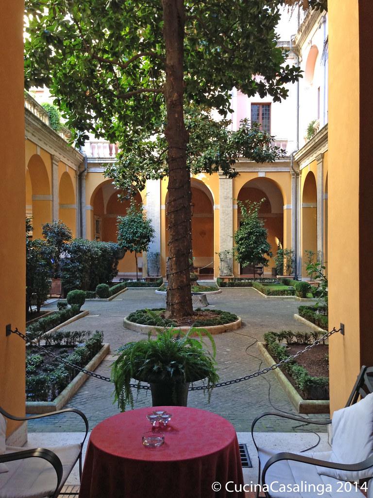 Innenhof Palazzo Cesi