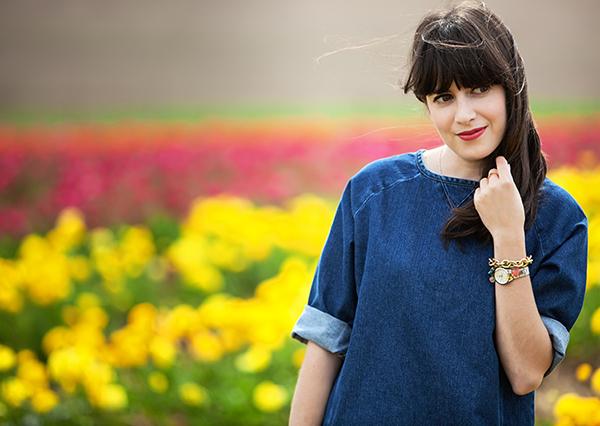 בלוג אופנה, אפונה בלוג אופנה, פרחים, שמלת ג'ינס, fashion blog, flowers, fashionpea, denim dress