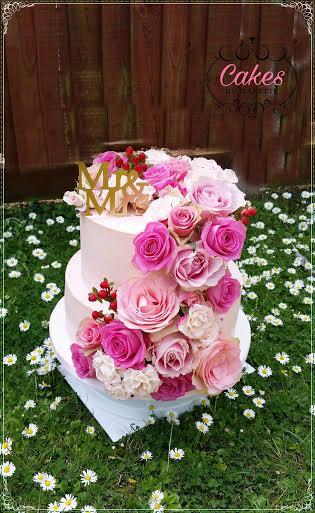 Buttercream Wedding Cake with Fresh Flowers by Zaneta Kowalska of Cakes by Jeanette