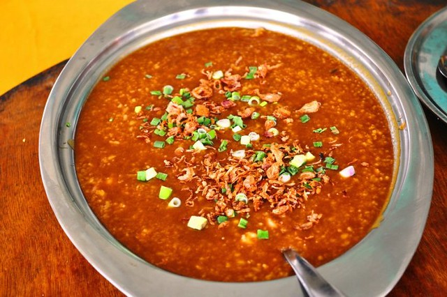 12.fried porridge @  restaurant kuala selangor latitude = 3.34896, longitude = 101.25107