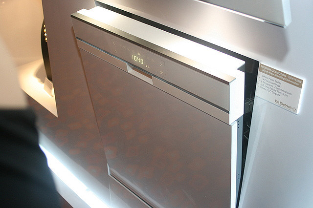 Even the dishwasher looks so luxurious!