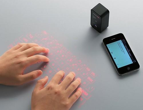 拡大画像 002 | エレコム、投影したキーから入力可能なモデルなどBluetoothキーボード2種 | マイコミジャーナル