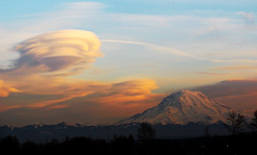 03-08-12 Mount Rainier by roswellsgirl