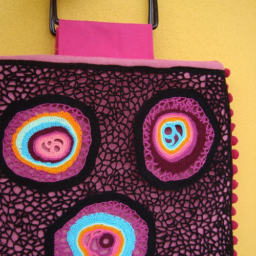 Bag amoeba pink by saraaires (quartodeideias)