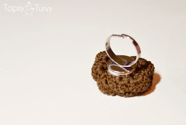thread-crochet-rose-ring-back