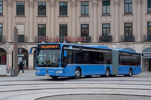Der neueste der Serie, Wagen 5420, vor dem Gloriapalast