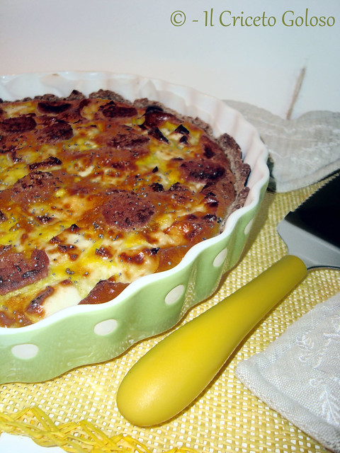 Torta salata di grano saraceno con linea, wurstel e uova2