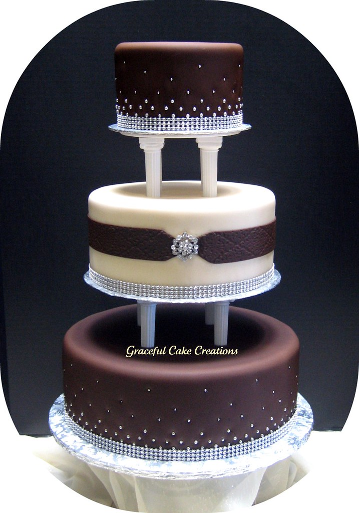 Elegant Fondant Wedding Cake This Was For An Out Of Town W Flickr