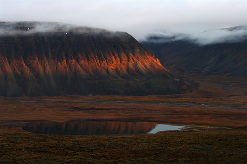 sunset cliff twilight dusk north illumination cliffs svalbard arctic polar spitsbergen colesbukta deepnorth