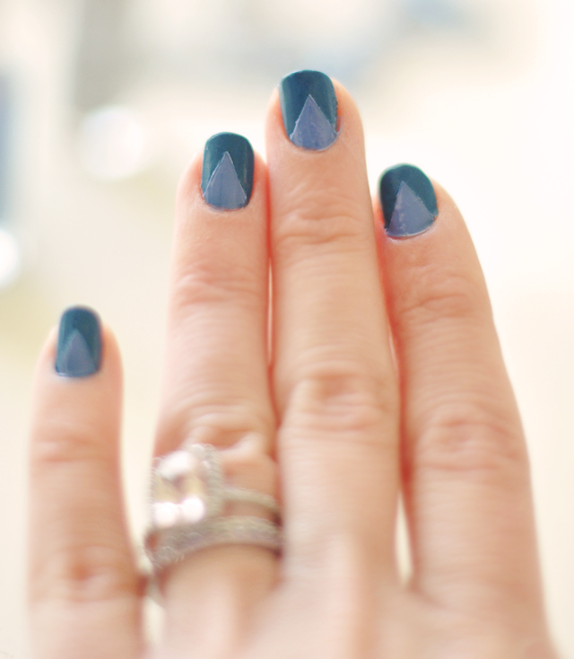blue nails with triangles-diy