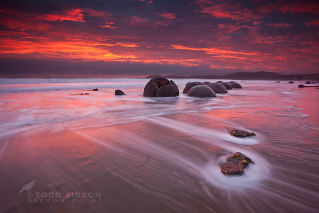 Sunrise moeraki boulders new zealand - Wide Angle Photography