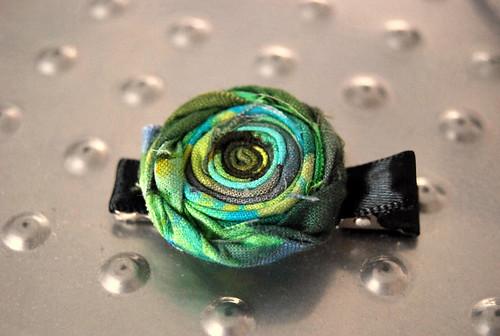 green flower hair clip