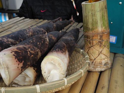 目前正值產季的桂竹筍,自然而然成了市集的主角。