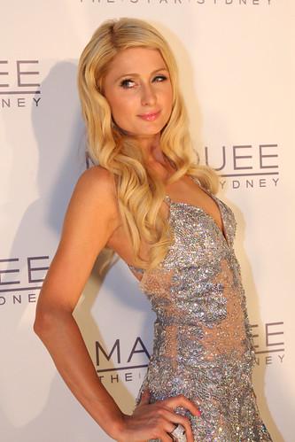 Paris Hilton has big bankroll for poker
