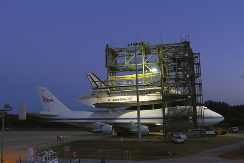 Discovery Mated To Shuttle Carrier Aircraft (KSC-2012-2249)