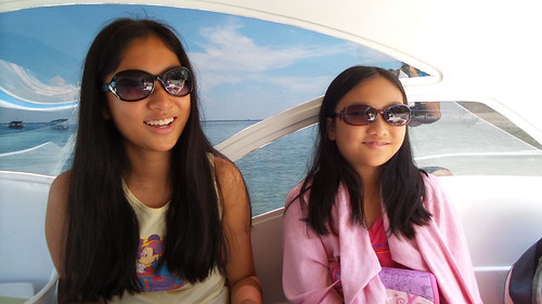 Alyssa & Hannah speed boat