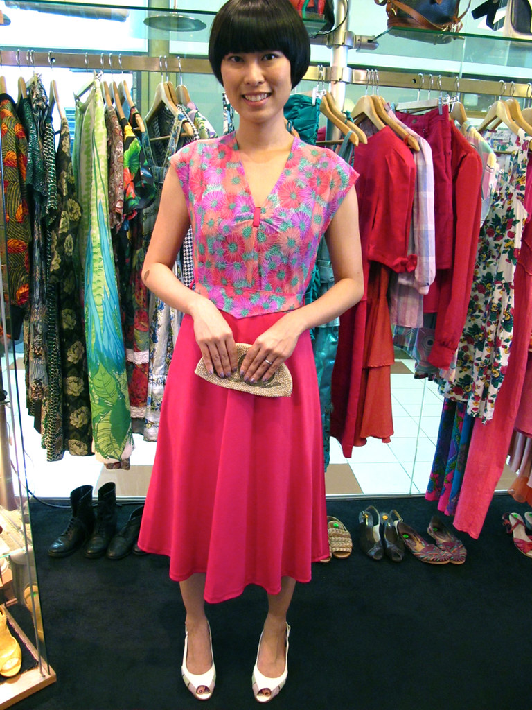 X-Wen wears a 1970s daisy-print hot pink dress and 1980s peep-toe sling backs, paired with a delightful 1940s-50s Czechoslovakian beaded faux pearl purse.